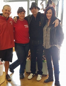 <p>Alice Cooper visited Rocket Fizz in San Antonio, Texas. Alice is standing with Rocket Fizz franchisee Jed and Lori.</p>