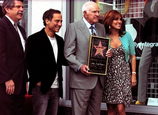 <p>Judge Wapner receiving a star on the Hollywood Walk-of-Fame on November 12, 2009. LA county supervisor Zev Yarislovsky, Harvey Levin of TMZ, Judge Wapner, current People's Court Judge Marilyn Milian</p>