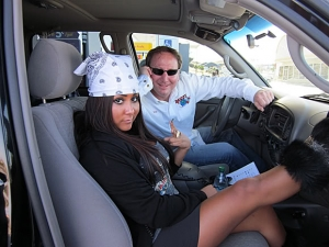 <p>Rocket Fizz Rob and Snooki at a random gas station in the middle of nowhere. Rob would later say 'Snooki is a great road tripper. It was way too much fun.'</p>