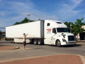 <p>A Rocket Fizz owned big rig making a delivery to Rocket Fizz in Edmond, Oklahoma.</p>